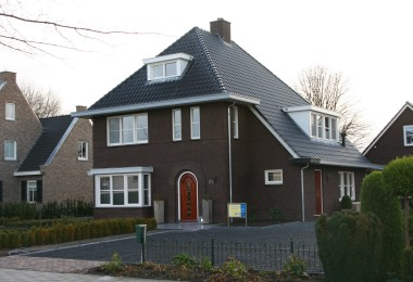 Woning in de engelse stijl te lichtenvoorde huistotaal for Huizen jaren 30 stijl